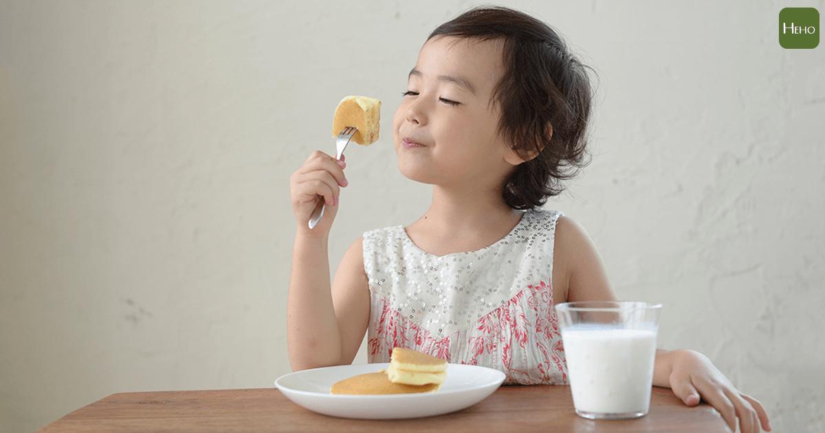 小孩沒胃口吃早餐?日本營養師:多因為宵夜吃太飽,三餐定時最重要!